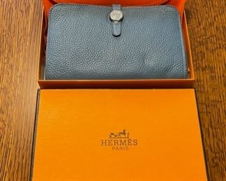 $250.00....................Hermès Wallet with Original Box like new (B796)