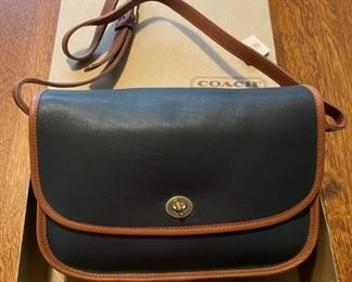 $80.00....................Coach Purse like new original box (B794)