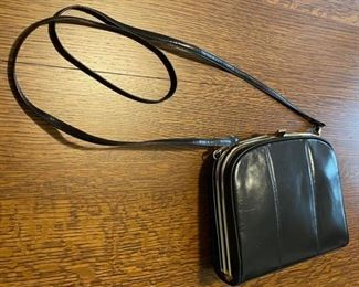 $40.00.......................Ro El Leather Purse (795)