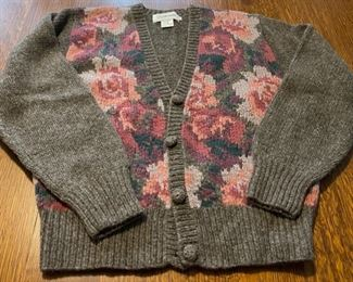 $14.00.................96% lambswool, 4% nylon JH Collectibles Sweater size Small (B749)