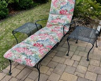 $300.00....................Windflower Mesh Chaise Lounge Chair and 2 End Tables   (B838)