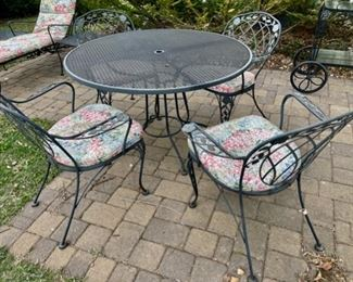 $400.00.................Lyon Shaw Windflower Mesh 4 Barrel Dining Chairs and Mesh Patio Table (B839)