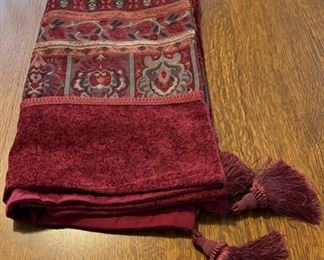 $16.00...............Heavy Tapestry Tablecloth/Throw (B815)