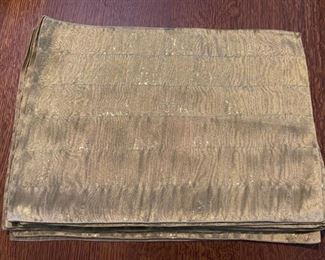 $12.00.................12 Gold Placemats (B818)