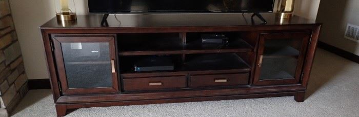 ENTERTAINMENT CENTER FOR LARGE SCREEN TV