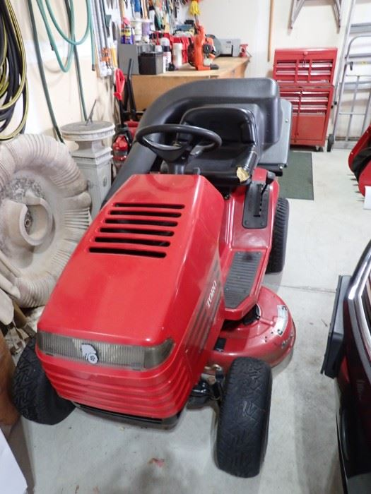 TORO WHEEL HORSE RIDING LAWN MOWER WITH TWIN BAGGER