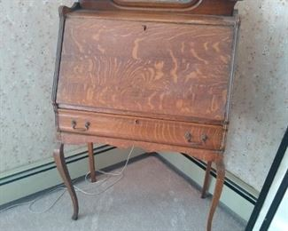 Oak Ladies Desk with Mirror Backsplash