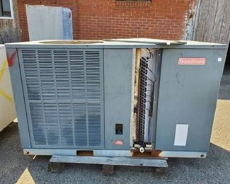Goodman HVAC Unit GPH1348H21A