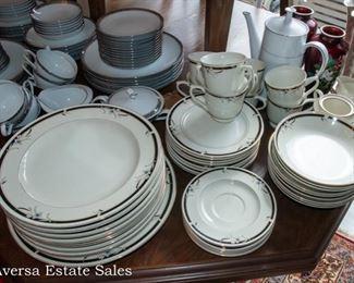 SANGO China Dinnerware Set