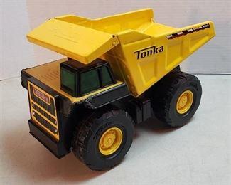 Tonka Dump Truck ~ one plastic corner has damage