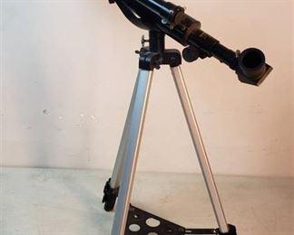 Bushnell Telescope Model No. 18-1561 w/Adjustable Tri-pod Stand