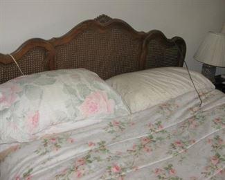 Thomasville queen bed  BUY IT NOW $ 125.00