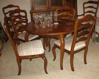 Ethan Allan dining room table, 2 leaves and 6 chairs   BUY IT NOW $ 595.00