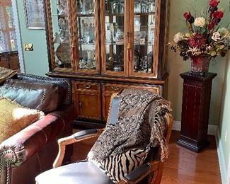 Beautiful Broyhill cabinet