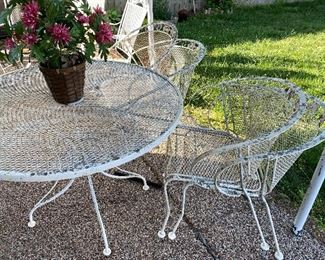 Patio set (table &. 4 chairs