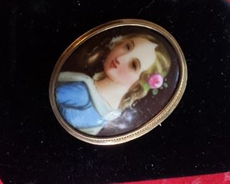 14 Kt gold with hand painted face