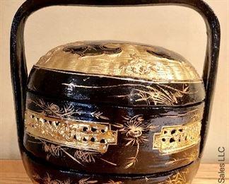 ITEM 113: black and gold basket $32