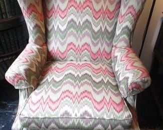 DAZZLING UPHOLSTERED CHAIR
