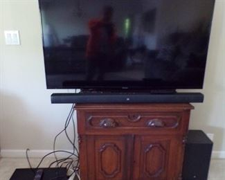 flat screen & small stand