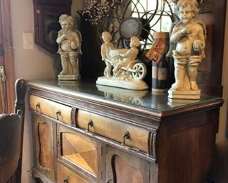 Dressers & accessories