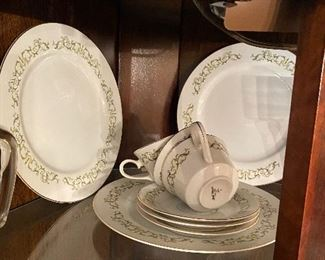 Bell Flower China Set