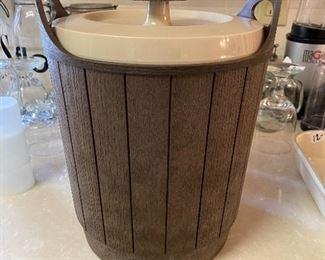 Rubbermaid Ice Bucket