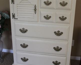 "#3.  $125.00   Dresser Young Hinkle 48.5"" X 36"" X 19"""