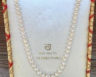 """$450. 20"""" Vintage Mikimoto Cultured Pearls. 10K clasp. 11g. Tapered strand. Cream Rose. COA avail."""