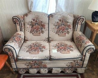 Antique love seat BIN $100 https://share.hsforms.com/1S31RYHZpTWy0z_PaXy8lIQbojrf