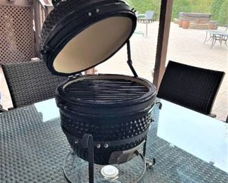 """""""Green Egg"""" style mini grill with stand"""