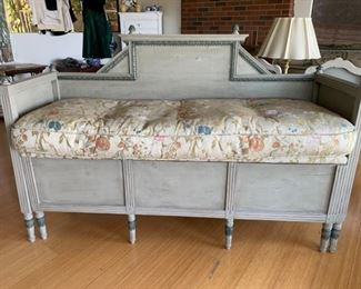 003m Antique Wood Trundle Bed Dutch