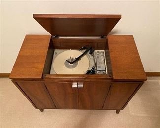 Absolutely adorable  mid-century KLH console record player