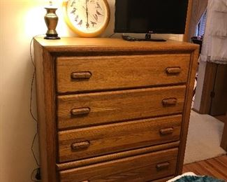 Oak 5 drawer chest of drawers