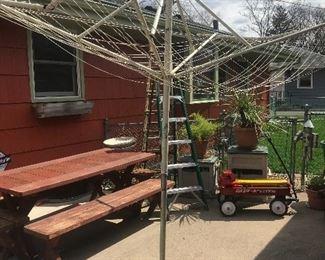 Vintage umbrella spiderweb clothesline