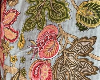 Detail on the queen bed set