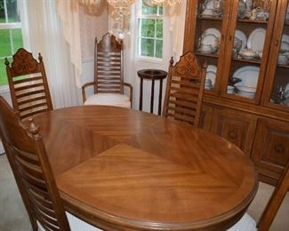 Drexel Dining Room Set w/ 6 Chairs - Two Leaves and Pads