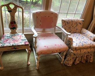 Cute chairs down in retro florals