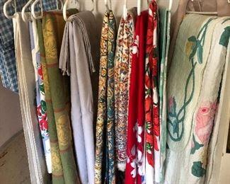 vintage table linens