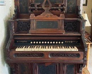 Western Cottage Antique Pump Organ