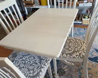 White table and 4 chairs 30X26X40