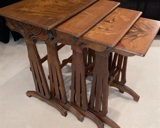 GALLE' NESTING TABLES