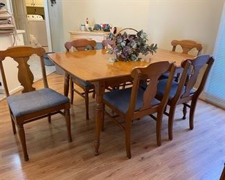 Dining Room table w/6 chairs, 2 leafs & table pads
