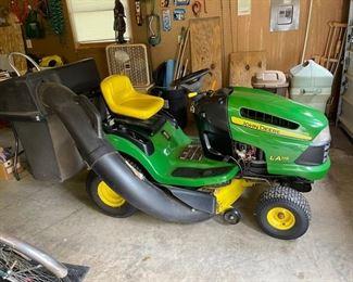 John Deere LA115 tractor