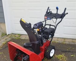 snow blower - Toro- only used 5x