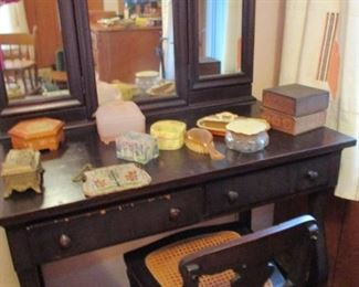 Vanity with bench & small dresser items