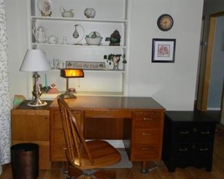 desk / chair / small chest
