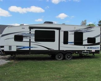 """2017 RV Fusion """"Impact"""" Toy haulerpull behind with extension"""
