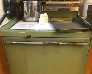 1970s? Avocado Green Electric Stove/Oven Hot & Clean!