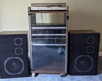 Magnavox stereo and turntable