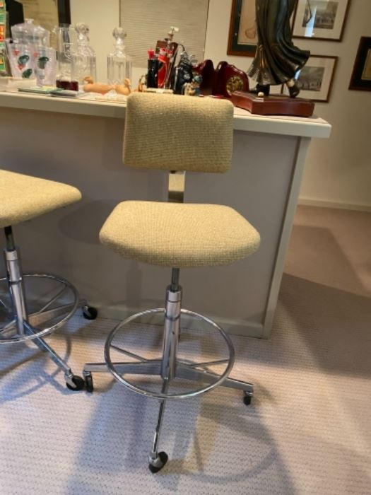 5 great swivel stools with casters